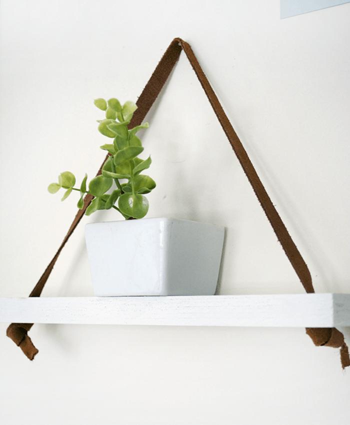 etagere-suspendue-etageres-suspendues-meubles-suspendus-blanche-bois-cuir-tissu-diy-facile-fabriquer-planche-idee-decoration-pas-cher-design