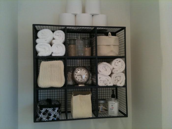 etagere-wc-originale-decoration-toilettes-meuble-toilette