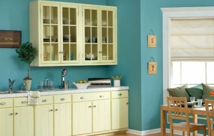 exemple-peinture-cuisine-bleue-meubles-cuisine-blanc-casse-tres-sympas-coin-repas-accueillant