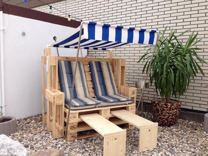 fabriquer un salon de jardin en palette un salon de jardin en palette se complte de son. Black Bedroom Furniture Sets. Home Design Ideas