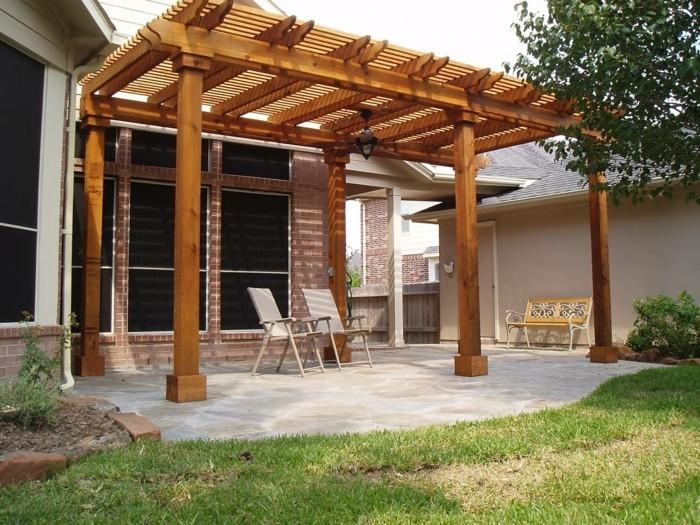 fabriquer-sa-pergola-modele-pergola-bois-classique-adossee-a-une-maison