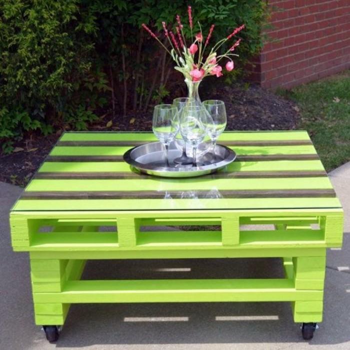 52 id es pour fabriquer votre meuble de jardin en palette for Peindre une palette