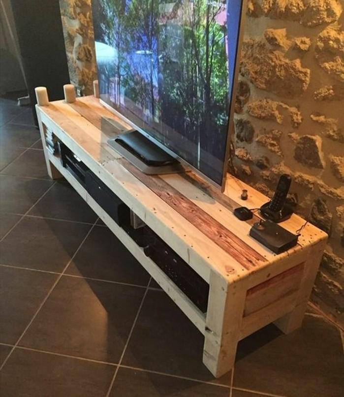 Fabriquer un meuble tv instructions et mod les diy for Fabrication de meuble en bois de palette