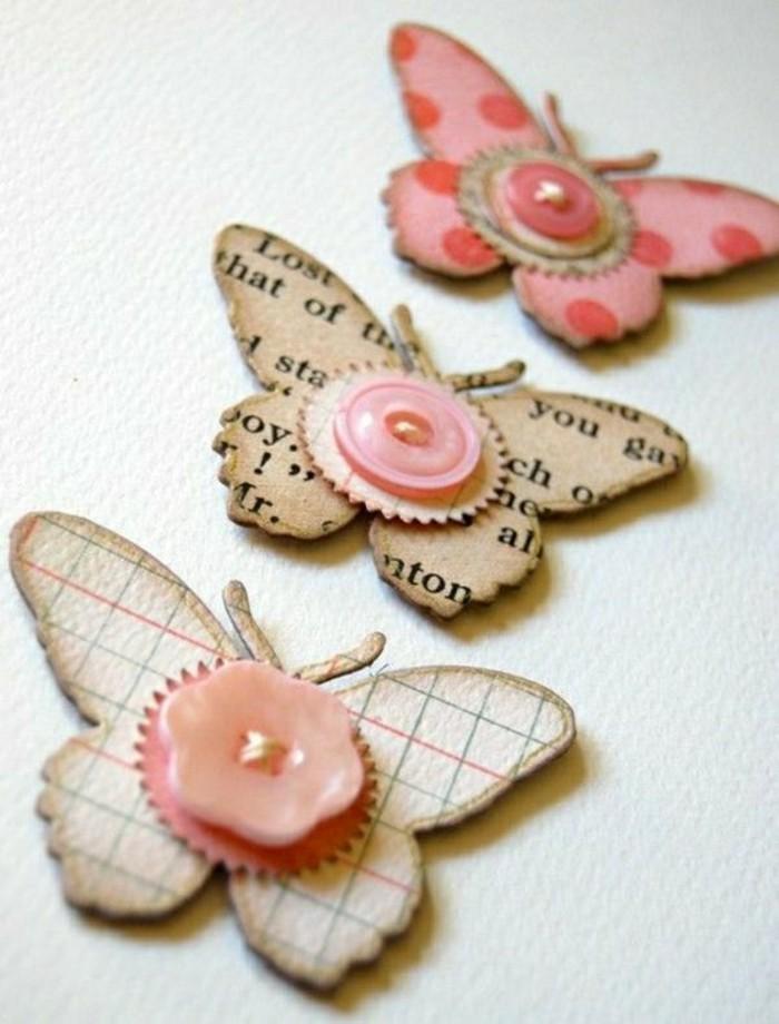 faire-une-carte-de-voeux-decoration-avec-des-papillons-et-des-boutons-colores