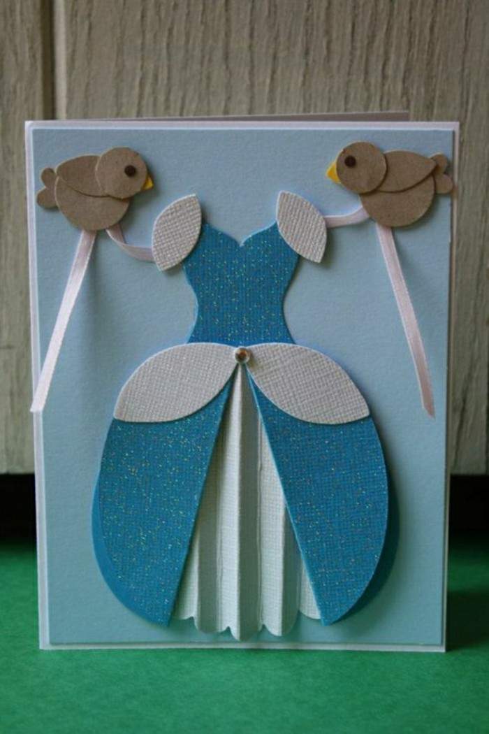 faire-une-carte-de-voeux-personnalise-en-bleu-decoration-avec-une-robe-bleu-et-des-oiseaux