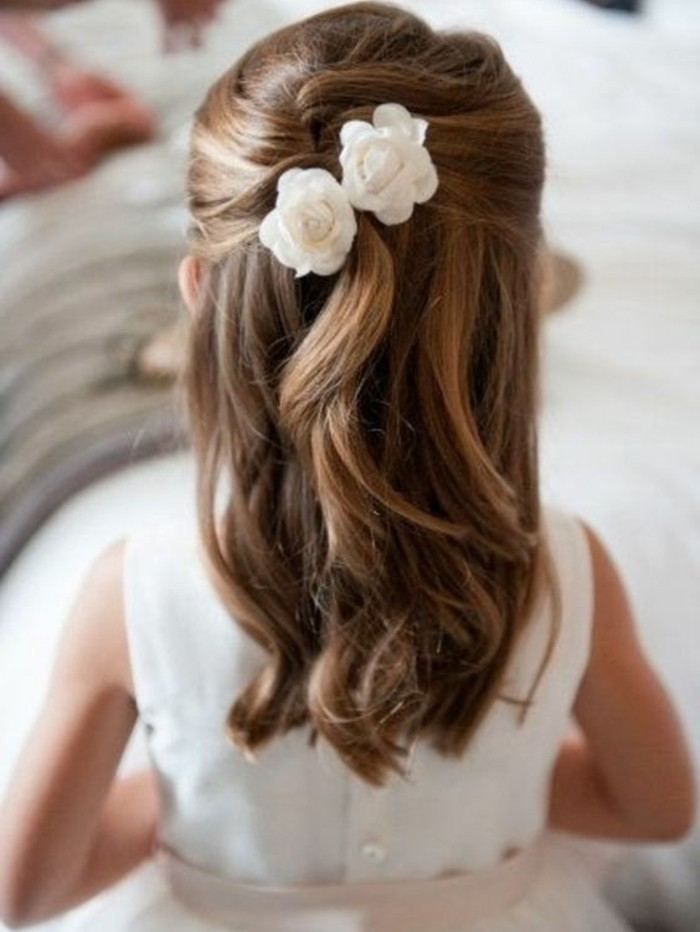 formidable-suggestion-coiffure-petite-fille-mariage-un-petit-ange