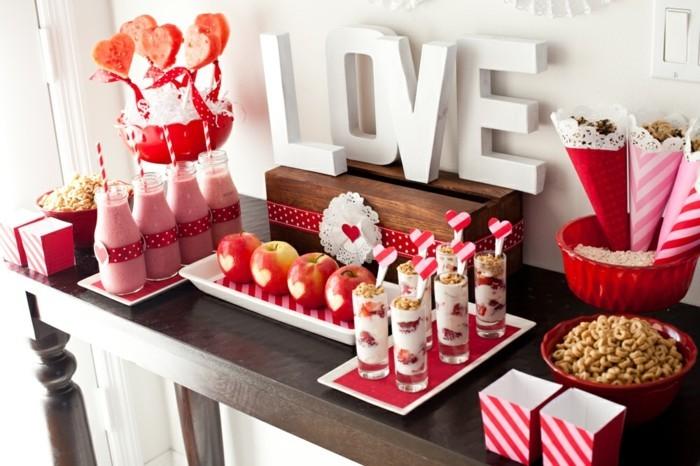gateau-a-faire-pour-la-fete-de-saint-valentin-festive-table