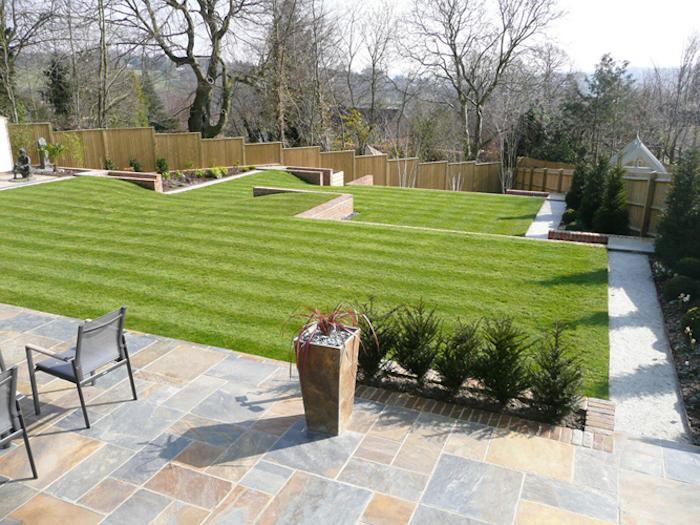 gazon-anglais-avoir-une-belle-pelouse-idee-decoration-jarin-a-langlaise
