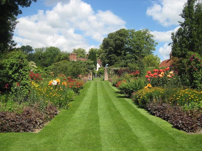gazon-anglais-ray-grass-exemple-jardin-a-l-anglaise