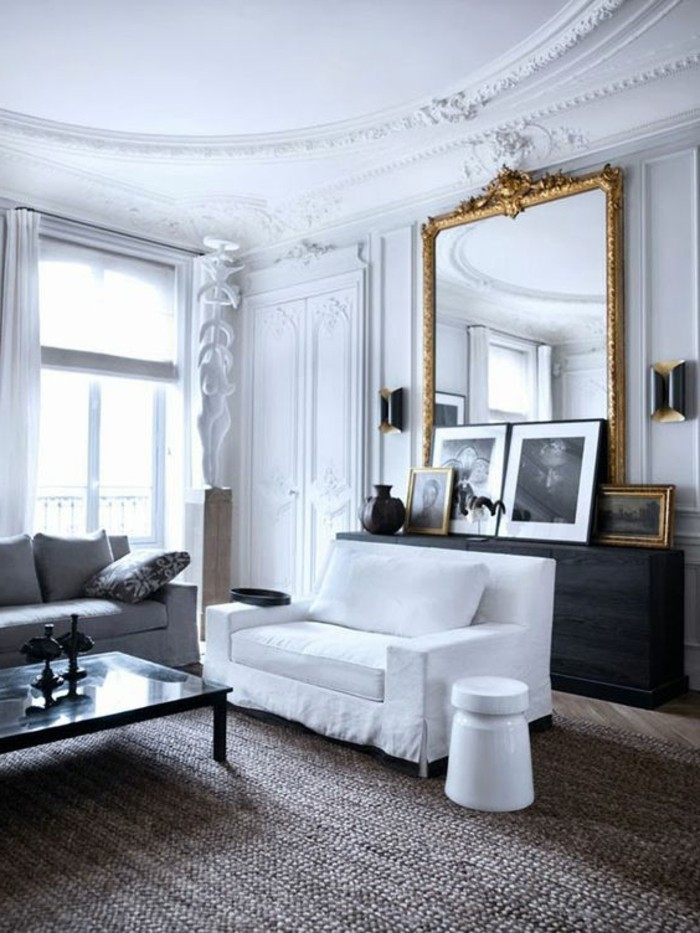 grand-miroir-ancien-equipement-salon-spacieux