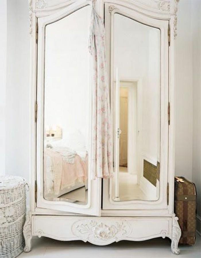 Comment d corer avec le grand miroir ancien id es en photos for Grand meuble tv avec rangement