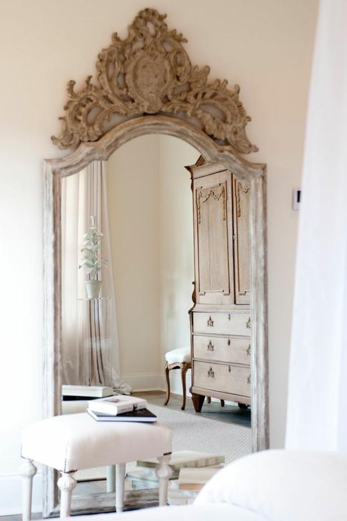 grand-miroir-ancien-cadre-ornemente-quel-miroir-pour-linterieur