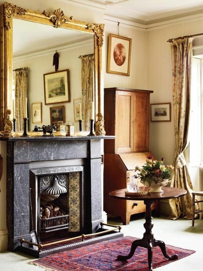 grand-miroir-ancien-cheminee-decorative-noire-et-tapis