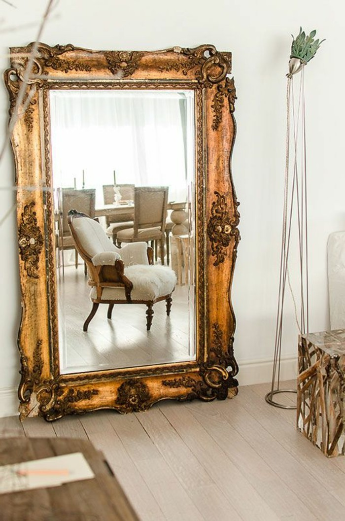 Comment d corer avec le grand miroir ancien id es en photos for Deco miroir salon