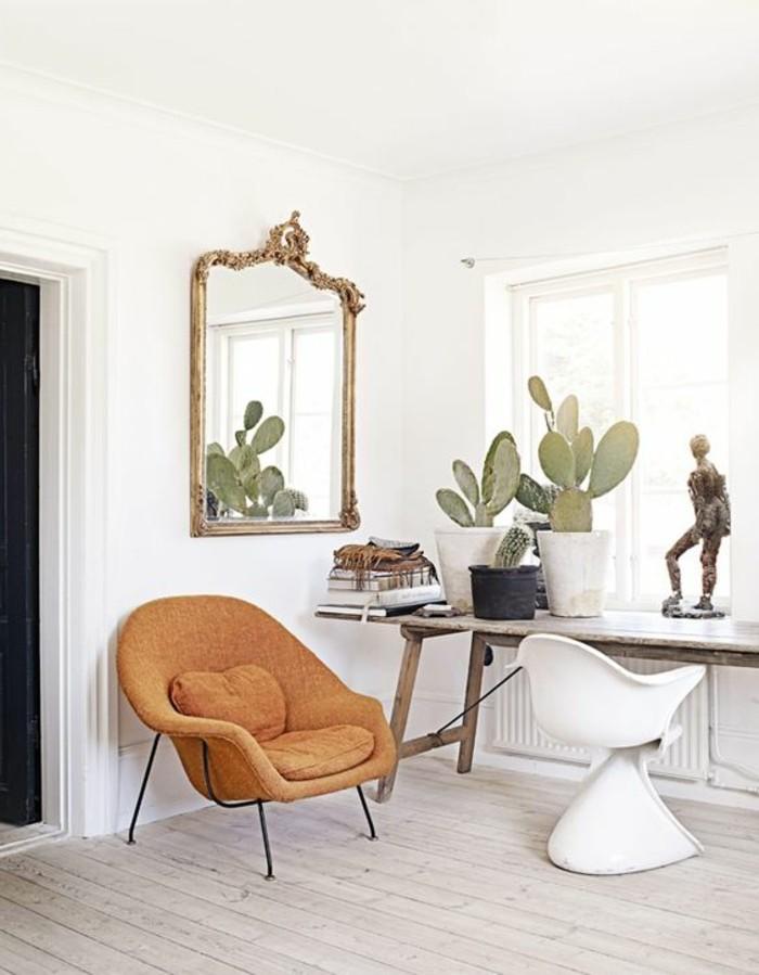 grand-miroir-ancien-fauteuil-marron-deco-verte