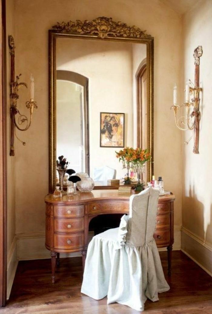 grand-miroir-ancien-interieur-style-vintage-table-coiffeuse