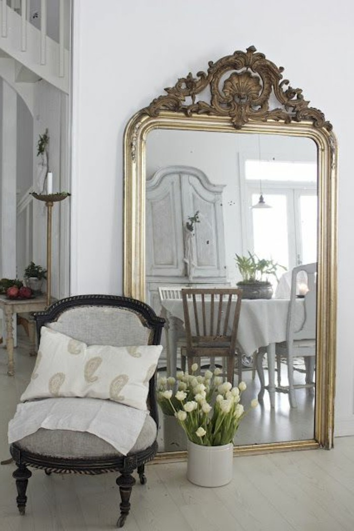 comment d corer avec le grand miroir ancien id es en photos. Black Bedroom Furniture Sets. Home Design Ideas