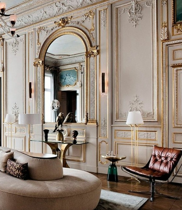 grand-miroir-ancien-salle-de-sejour-elegante-miroir-arc