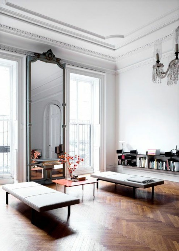 grand-miroir-ancien-salle-de-sejour-spacieuse-parquet