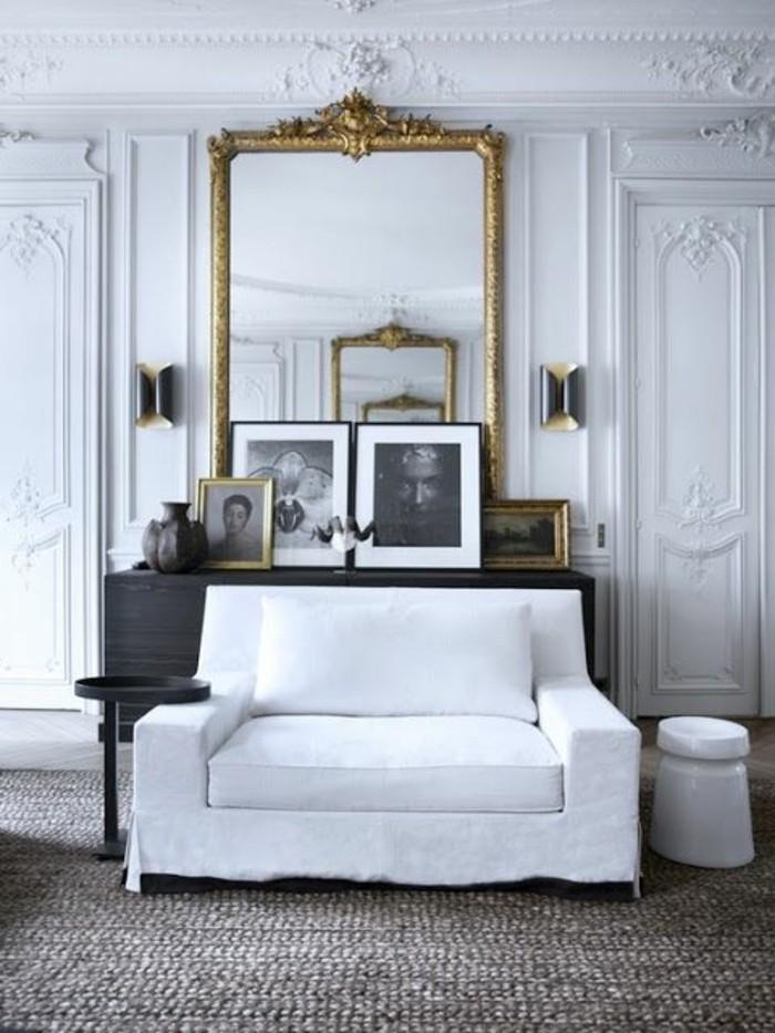 grand-miroir-ancien-sofa-blanc-interieur-gris-et-blanc