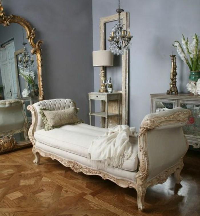 grand-miroir-ancien-sofa-style-ancien-murs-gris