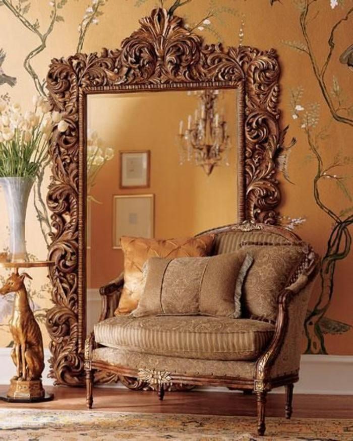 grand-miroir-ancien-style-baroque-et-fauteuil-baroque