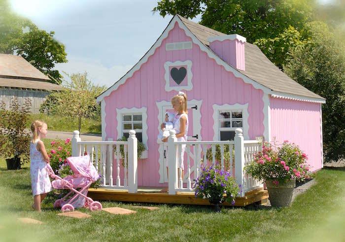 Maisonnette en bois enfant 60 jolies demeures pour les for Grande casetta per bambini