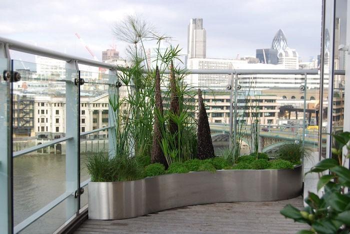 Jardini re balcon 50 photos pour choisir la jardini re - Grandes jardinieres ...