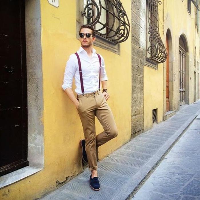 idée-comment-porter-pantalon-bretelle-homme-mur-jaune