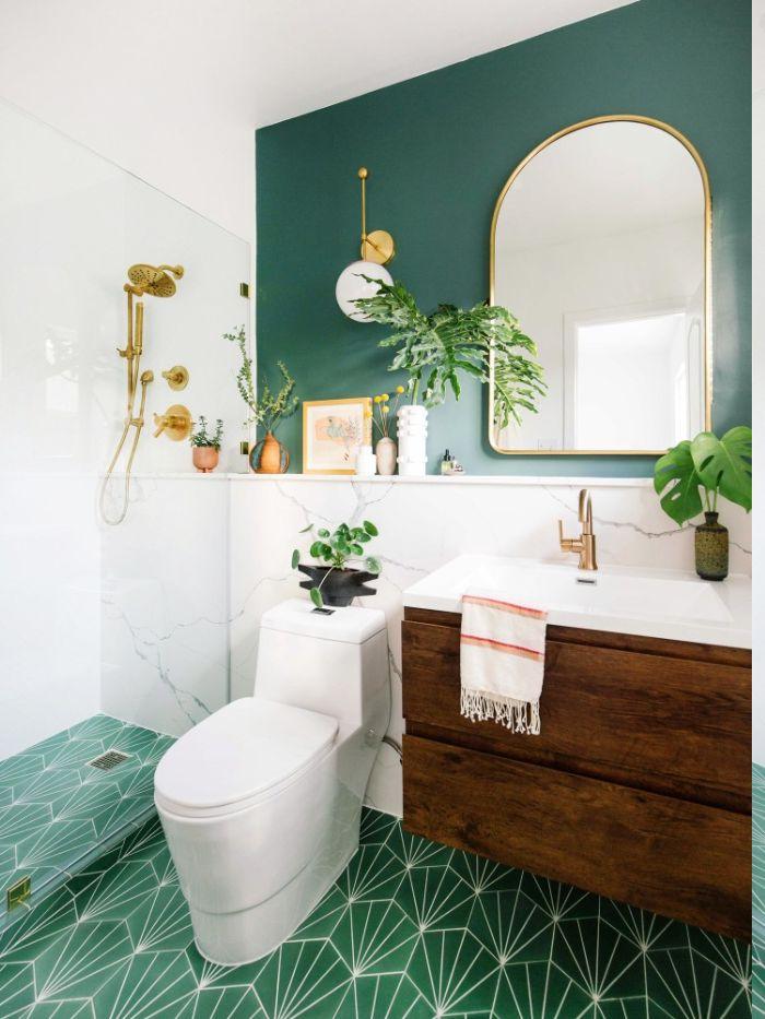 modele peinture salle de bain verte murale et carrelage salle de bain vert au sol, meuble salle de bain bois brut