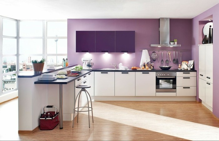 idee-tres-jolie-couleur-peinture-cuisine-lilas-meubles-cuisine-blancs-decor-fantastique