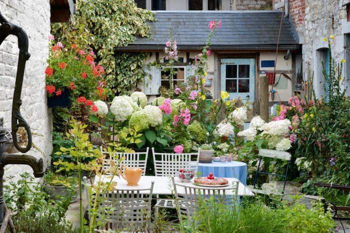 Emejing Idee Petit Jardin Fleuri Images - Design Trends 2017 ...
