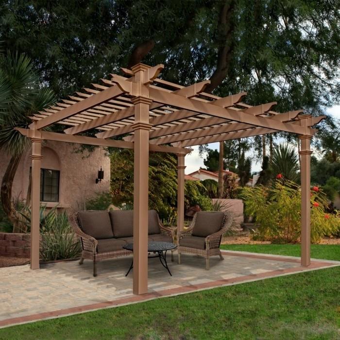 idee-comment-construire-une-pergola-bois-marron-meubles-en-rotin-table-noire-style-mediterraneen