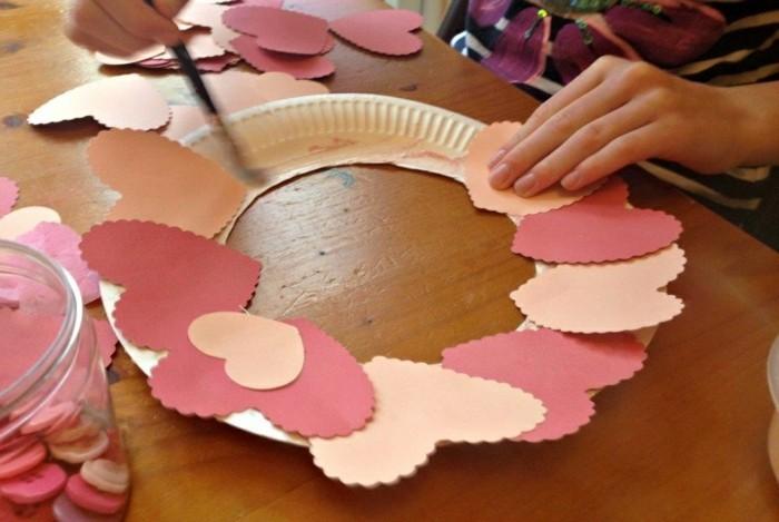 idees-st-valentin-deco-st-valentin-originale-couronne-papier