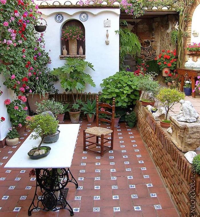 jardin-méditerranéen-espagnE-ANDALOUsie-idée-deco-design-decoration-fleurs-petit