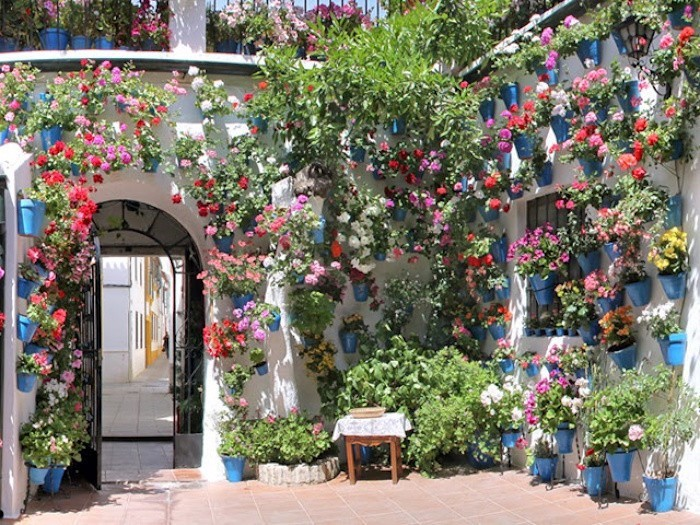 jardin-mediterraneen-espagne-andalousie-idee-deco-design-decoration-fleurs