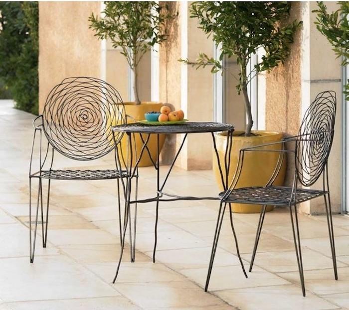 jardin-mediterraneen-france-francais-provence-procencal-idee-deco-design-chaises-tables-objet-decoration