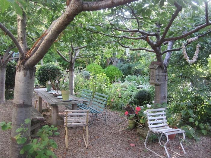 jardin-mediterraneen-france-francais-provence-procencal-idee-deco-design-decoration-pierres-bois