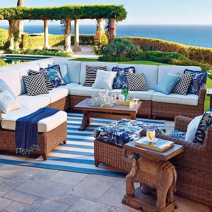 jardin-mediterraneen-grece-grec-idees-deco-design-amenagement-objet-salon-pas-cher-blanc-bleu-accessoires