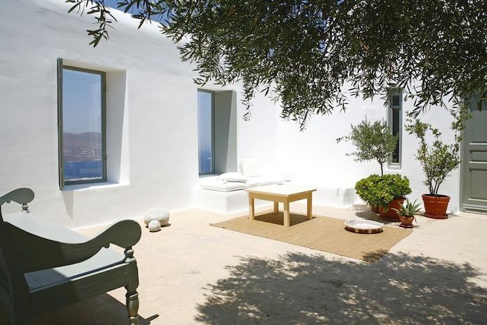 jardin-mediterraneen-grec-grece-style-idee-deco-design-plantes-blanc-moderne-minimaliste-chaux