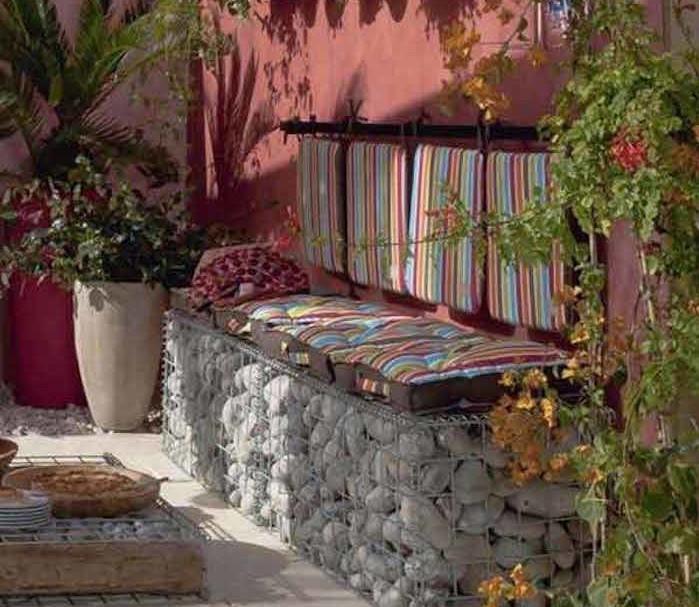 jardin-mediterraneen-idee-deco-design-decoration-exterieure-pas-cher-canape