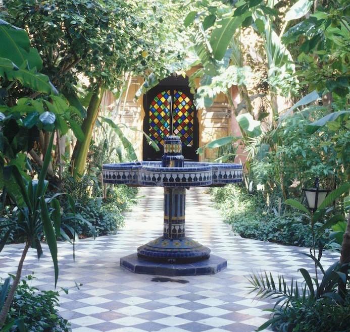 jardin-mediterraneen-oriental-maroc-idee-deco-design-mosaique-fontaine