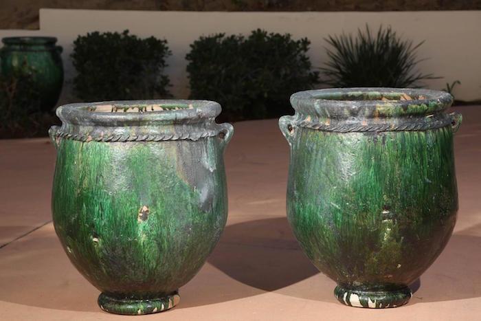jardin-mediterraneen-oriental-maroc-idee-decoration-jardiniere-pot-fleurs