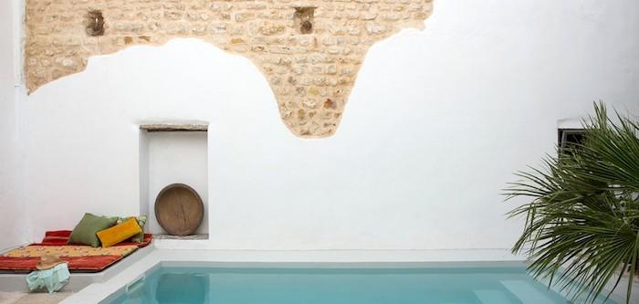 jardin-mediterraneen-tunisie-idee-deco-design-peinture-chaux