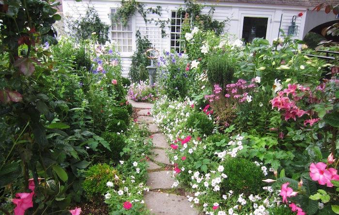 jardin-style-anglais-beau-gazon-belle-pelouse