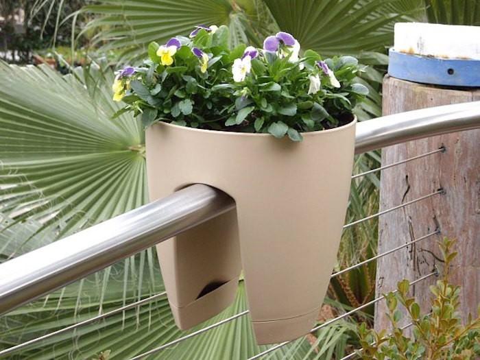 jardiniee-balcon-balconniere-plastique-design