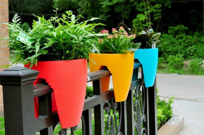 jardiniere-balcon-appartement-balconniere-plastique