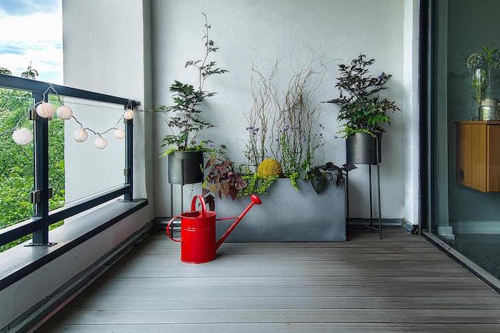 ... concept de table pliable et transformable en jardiniere de balcon
