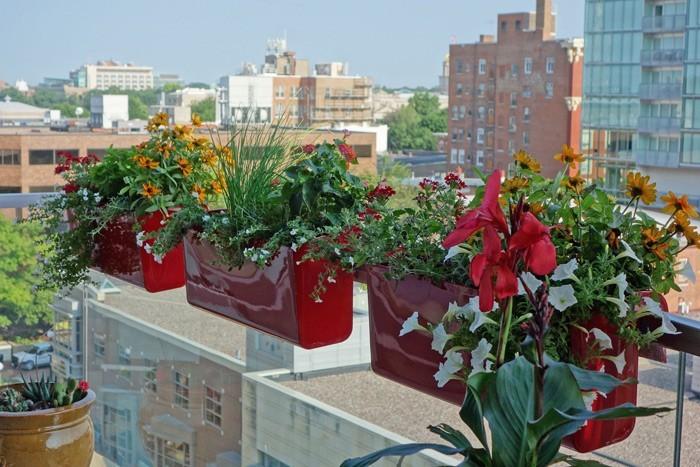 jardiniere-balcon-metal-rouge-balconniere