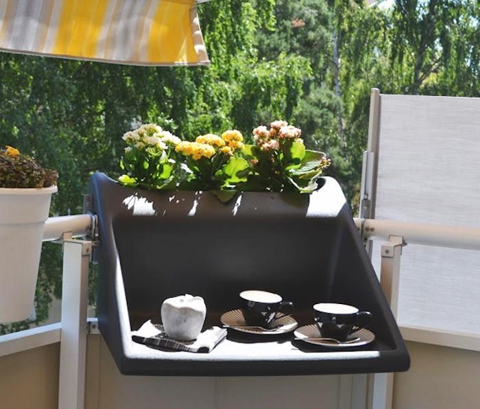 jardiniere-balcon-table-plastique-terrasse-design-pratique